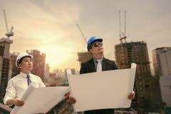 Азиатское занятие профессионала архитектора бизнесмена и инженера Стоковое Изображение RF