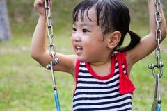 Азиатское качание ребенк на парке Стоковые Фотографии RF