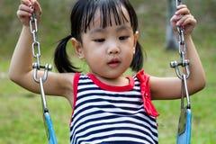 Азиатское качание ребенк на парке Стоковая Фотография RF