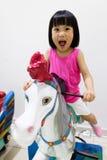 Азиатское маленькое китайское катание девушки на лошади Стоковое Изображение RF