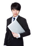 Азиатское молодое владение бизнесмена с портативным компьютером Стоковые Фото