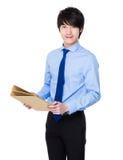 Азиатское молодое владение коммерсантки с работой документа Стоковое Фото