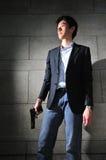 азиатское положение тени человека пушки стоковое изображение rf