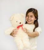 Азиатское предназначенное для подростков удерживание кукла медведя Стоковое Изображение