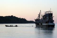 азиатское рыболовство Бирмы шлюпки Стоковые Фото