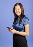 азиатское pda дела используя женщину Стоковое Фото