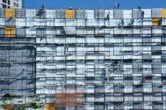 Азиатское scraffold рабочий-строителя, строительная площадка Стоковое Изображение