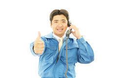 Азиатское worder на телефоне Стоковые Изображения RF