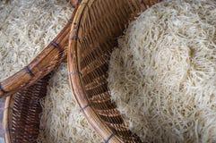 Азиат высушил еду лапшей желатина в деревянных корзинах Стоковая Фотография RF