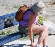 азиат укладывая рюкзак красивейший женский hiker hiking детеныши вулкана tenerife teide Испании ландшафта модельные сценарные оче Стоковое Фото