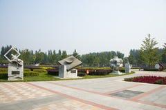 Азия Китай, Пекин, порт цветка Shunyi, скульптура, старые 4 больших вымысла Стоковое Фото