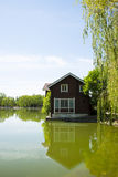 Азия, Китай, Пекин, yangshan парк, вид на озеро, деревянные дома Стоковое Фото