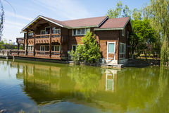 Азия, Китай, Пекин, yangshan парк, вид на озеро, деревянные дома Стоковое фото RF