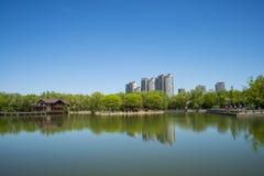 Азия, Китай, Пекин, yangshan парк, вид на озеро, деревянный дом Стоковые Изображения RF