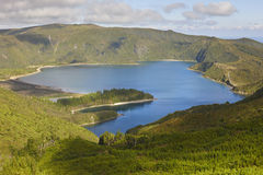 Азорские островы благоустраивают с озером Lagoa делает Fogo, Sao Мигель Португалия Стоковое Фото
