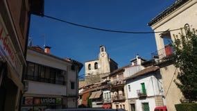 Аисты гнездятся вверху церковь Mombeltran Сан-Хуана Bautista Стоковое Изображение