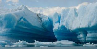 Айсберги в воде, леднике Perito Moreno ареальных Стоковые Фотографии RF