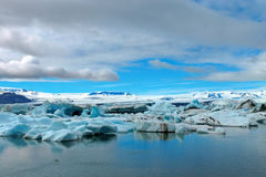 Айсберги на лагуне ледника Стоковая Фотография