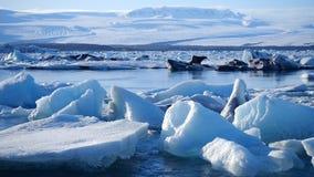 Айсберги на озере льда Ландшафт льда и природы зимы снега Лагуна льда сток-видео