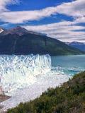 Айсберги эффектно телятся в озеро стоковое фото rf