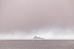Айсберг и дождевые облако Стоковые Изображения RF