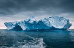 Айсберг конца-вверх плавая антенны стоковые фотографии rf