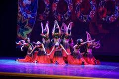Академии танца Uygur танца ` s детей испытания розовой Пекина сортируя выставка Цзянси достижения выдающего уча стоковое изображение rf