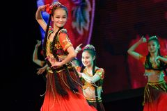 Академии танца Uygur танца ` s детей испытания розовой Пекина сортируя выставка Цзянси достижения выдающего уча стоковые фото