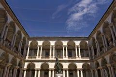 Академия Brera в Милане Двор с аркадой и столбцами Aroun стоковые фото