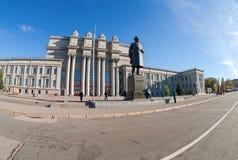 Академичный театр оперы и балета на Kuibyshev придает квадратную форму в самаре, России стоковая фотография
