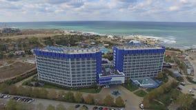 Аквамарин и Aqua гостиничного комплекса паркуют Zurbagan в парке победы Севастополя Стрельба от воздуха акции видеоматериалы