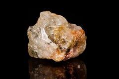 Аквамарин макроса минеральный каменный на черной предпосылке Стоковое Изображение