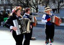 аккордеони играя женщин стоковое фото rf