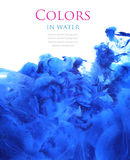 Акриловые цвета в воде, абстрактной предпосылке стоковая фотография