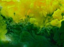 Акриловые цветы в воде Аннотация стоковые фотографии rf