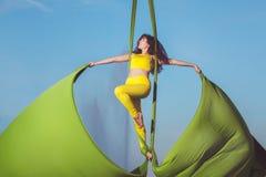 Акробатика антенны спортсмена Стоковое Изображение