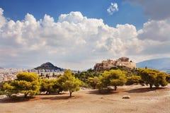 Акрополь и холм Filopappos Афиныы, Греция Стоковая Фотография