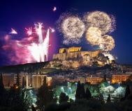Акрополь с фейерверком, торжеством Нового Года в Афинах, Греции Стоковая Фотография RF