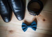 Аксессуары бизнесмена Стиль ` s человека Аксессуары ` s людей: Бабочка ` s людей, ботинки ` s людей, вахты ` s людей Стоковые Фотографии RF