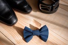 Аксессуары бизнесмена Стиль ` s человека Аксессуары ` s людей: Бабочка ` s людей, ботинки ` s людей, вахты ` s людей Стоковое Изображение RF