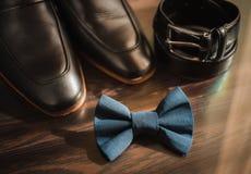 Аксессуары бизнесмена Стиль ` s человека Аксессуары ` s людей: Бабочка ` s людей, ботинки ` s людей, вахты ` s людей Стоковое Фото