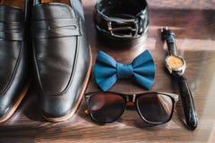 Аксессуары бизнесмена Стиль ` s человека Аксессуары ` s людей: Бабочка ` s людей, ботинки ` s людей, вахты ` s людей Стоковые Изображения