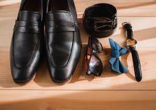 Аксессуары бизнесмена Стиль ` s человека Аксессуары ` s людей: Бабочка ` s людей, ботинки ` s людей, вахты ` s людей Стоковая Фотография RF