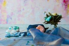 Аксессуары для будущей мамы ожидая для knitte шляпы ребёнка голубого Стоковые Фотографии RF