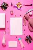 Аксессуары девушки на розовой предпосылке Стоковое Изображение RF