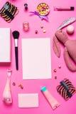 Аксессуары девушки на розовой предпосылке Стоковые Изображения RF