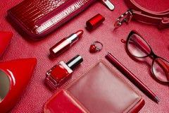 Аксессуары красного цвета женщины Стоковые Фотографии RF