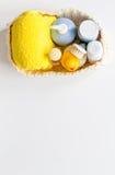 Аксессуары младенца для ванны с уткой на белой предпосылке Стоковое Фото
