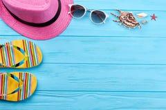 Аксессуары пляжа и раковины моря Стоковые Фотографии RF