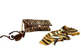 Аксессуары расцветки тигра на белой предпосылке Муфта ` s женщин стоковая фотография